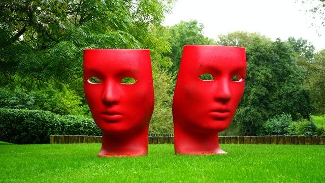 Die Masken und die Körpersprache…   oder was mein Erlebnis eines bewaffneten Banküberfalls damit zu tun hat…